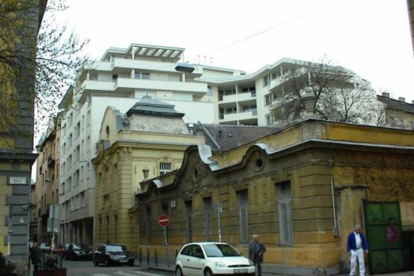 knezich-utcai-irodahaz-2E87ABACD-0F42-96BD-5D56-FF398E8BE29F.jpg
