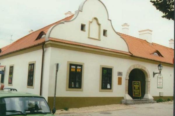 mosonmagyarovar-timar-utca-3FDE81754-DEDA-ABF0-78A8-4F0BB164696C.jpg